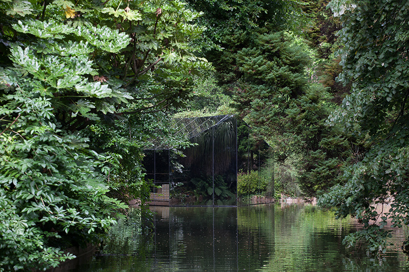 Mirror Pavilion that reflects its natural surroundings