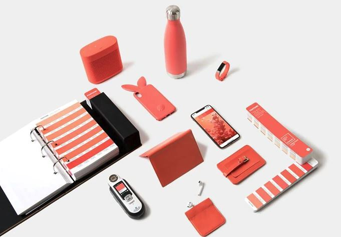 Stationary objects with Pantone 2019 colour